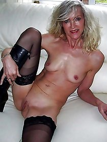 Mad mature momma with dripping pussy