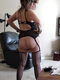 Aged milf getting pleasured on cam