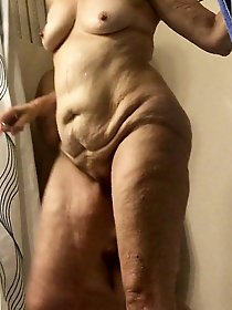 Sexy old mommies exposing their hot curves on photo
